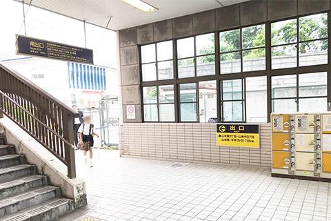 阪急山本駅南出口を降りる