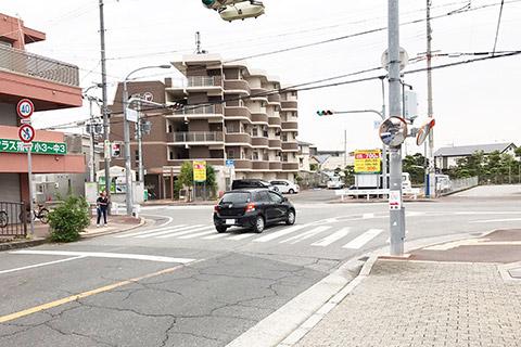 阪急山本駅南交差点を左へ